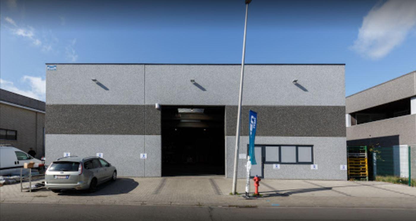 Le centre Point S à Tubize: PNEUS SERVICE TUBIZE - AUTOCREW